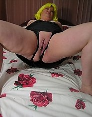 this big chubby mature slut is showing her stuff