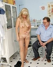 MILF Jirina gyno pussy check and a dildo therapy