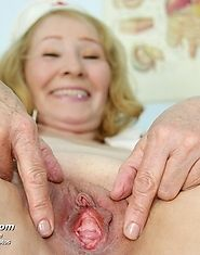 Granny Sofie works at gyno clinic as part time so she can fuck herself with speculum