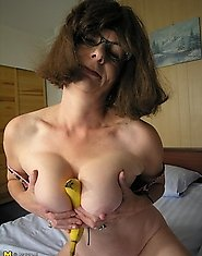 This shaved mature slut sure loves bananas
