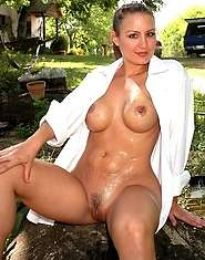 Sexy mom shows off the goods outdoors