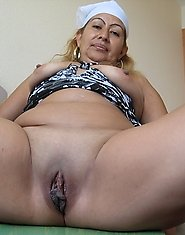 Mature Magnolia loves showing her body