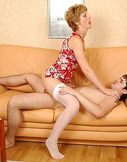Hot-to-trot lad doing fucking exercises with mature chick right on the sofa