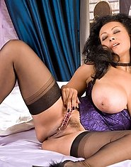 Beautiful Anilos milf Donna stretches her mature pussy with a glass dildo